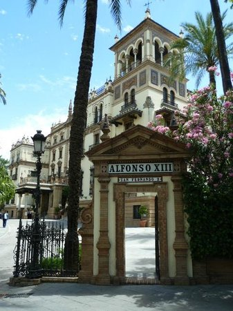 Hotel Alfonso XIII, A Luxury Collection Hotel, Seville: View from the street