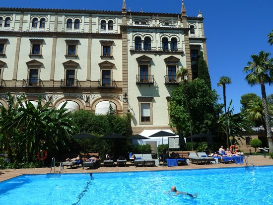 Hotel Alfonso XIII, A Luxury Collection Hotel, Seville: Looking up to our room from the pool