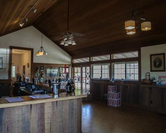 Foppiano Vineyard : Interior of the winery tasting room