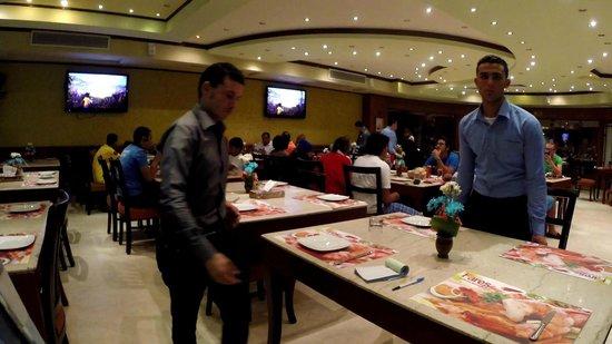 Fares Seafood : Внутри ресторана