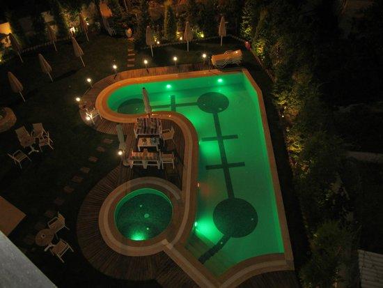 Leonidas Hotel & Apts: Basseng