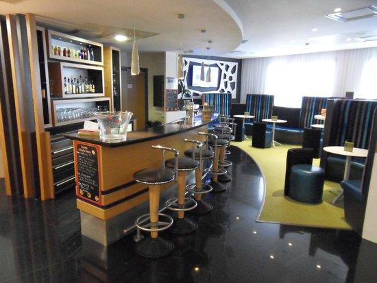 Holiday Inn Express Arras : Hotel bar