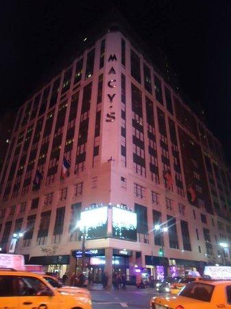 Hotel Metro : Macy's at night!