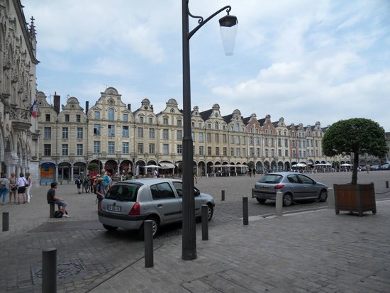 Holiday Inn Express Arras : Pretty flemish square