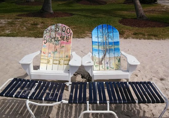 Sanibel Island Beach Resort: Chair for the guests