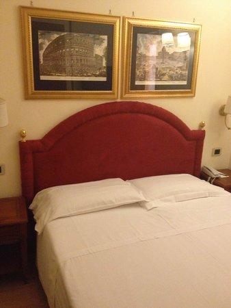 Homs Hotel: letto