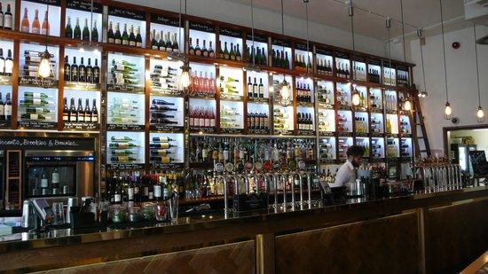 All Bar One Waterloo: LE BAR
