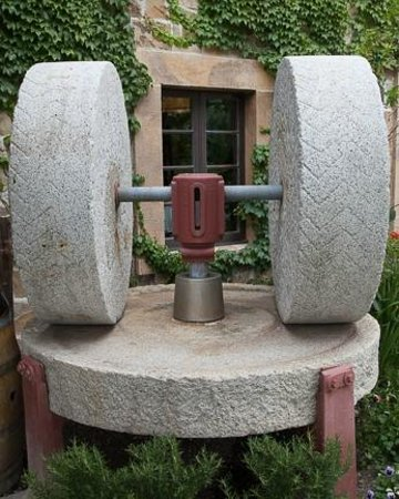 The Olive Press: Old machinery