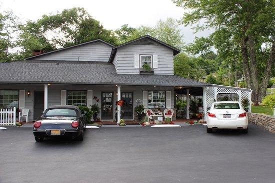 Azalea Garden Inn: Office