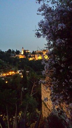Play Granada: La Alhambra by Moonlight