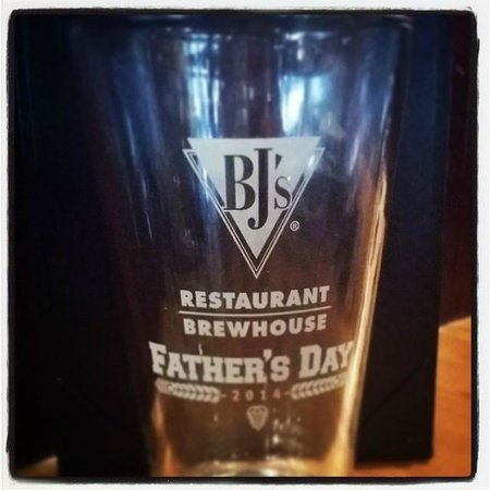 BJ's Restaurant & Brewhouse: Free gift for Dads