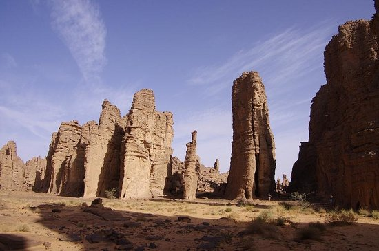 Алжир: Sandstone towers of the Tassili
