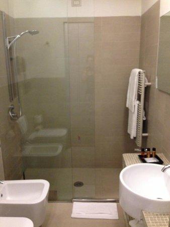 Roma Boutique Hotel: Bathroom