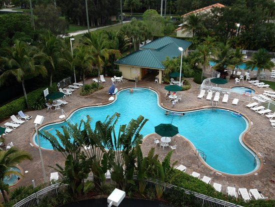 Vacation Village at Bonaventure: View of the pool from our Balcony