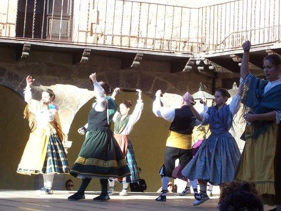 Albarracín: JOTEROS EN LA PLAZA.