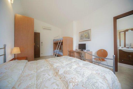 Camera matrimoniale con letto a castello - Picture of Bonsai ...