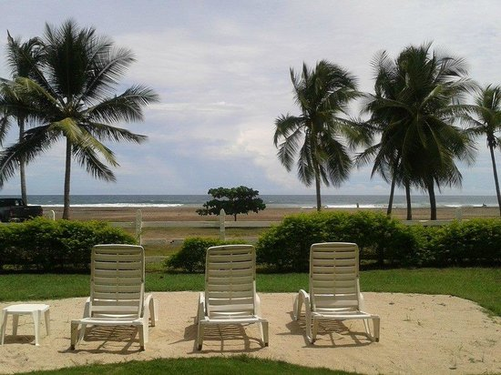 Tangeri Hotel : Vista desde las habitaciones frente a la playa, planta baja.