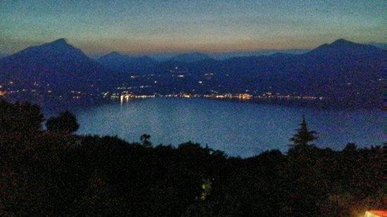 San Zeno: Vista dalle camere la sera