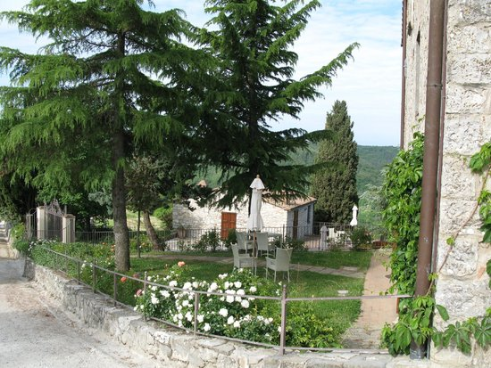 Borgo di Pietrafitta Relais: Some of the picturesque grounds