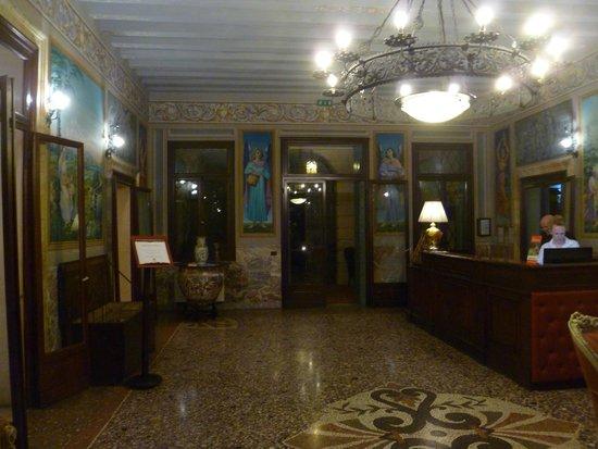 La Tavernetta di Villa Tacchi: Villa Tacchi entrance/reception hall