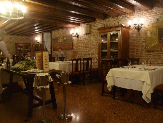 La Tavernetta di Villa Tacchi: restaurant interior