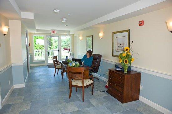Anchorage Inn: Ocean Suite Concierge Entry