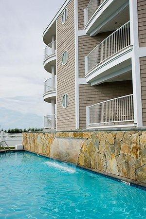Anchorage Inn: Ocean Suite Pool