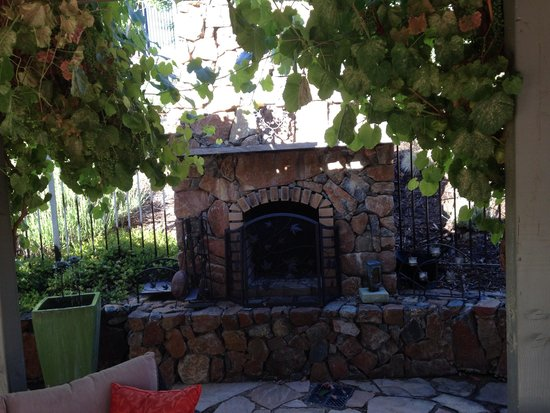 Pilot Hill, Kalifornia: Fireplace