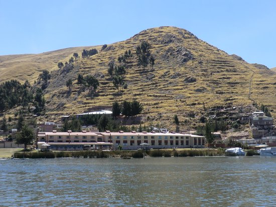 Sonesta Posadas del Inca Lake Titicaca Puno: Hotel from lake