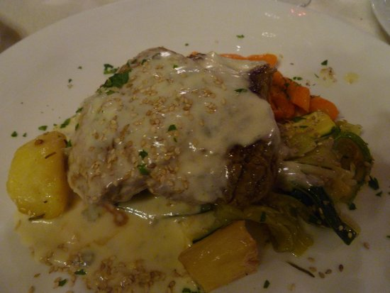 La Tavernetta di Villa Tacchi: beef filet with roquefort cream