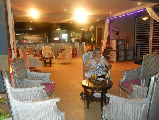 Grand Hotel des Mascareignes: petit cocktail au coin salon
