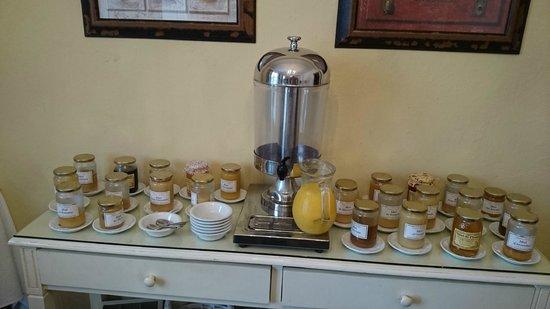 Hotel Auberge Du Redier : Le choix de miel au petit déjeuner. Impressionnant!