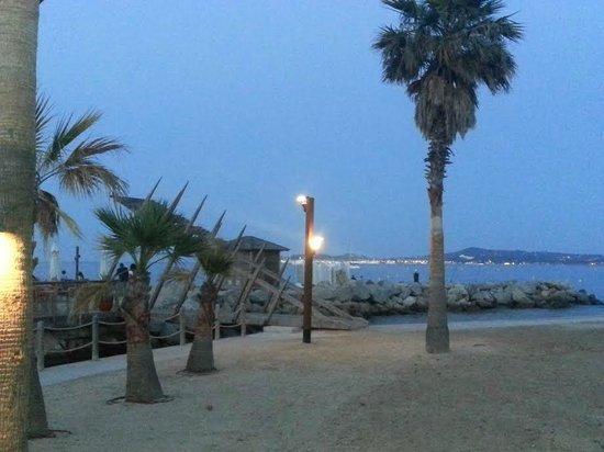Soleil Vacances Hotel Saint Tropez : plage situé à 300 mètres à pied de l'hôtel