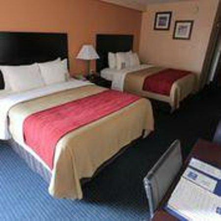 Comfort Inn International: Two Queen Size Bedroom