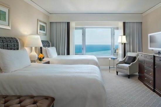 Four Seasons Hotel Chicago: Deluxe Lake-View Executive Suite