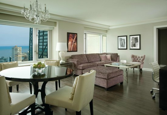 Four Seasons Hotel Chicago: One-Bed Room Suite