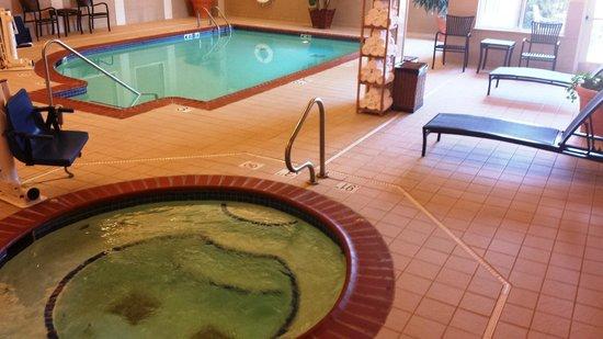 Holiday Inn Effingham: Whirlpool and pool