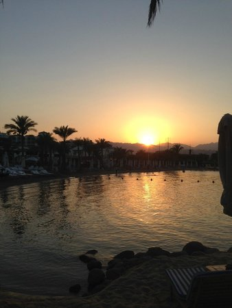 Lido Sharm Hotel : Beach in the evening