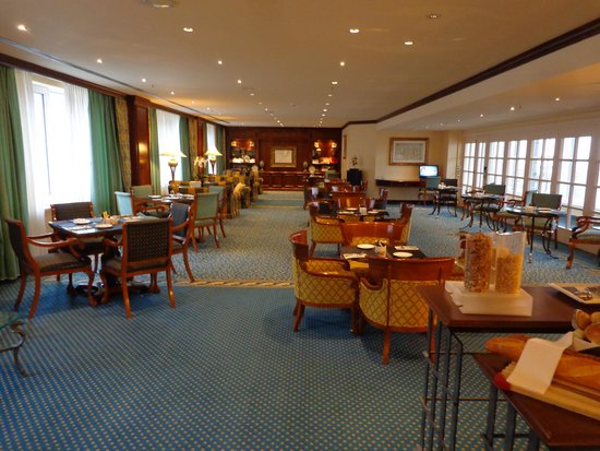 Hilton Antwerp Old Town: executive lounge
