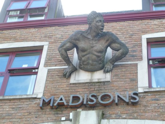 Madison's Hotel : Madison's Front Entrance