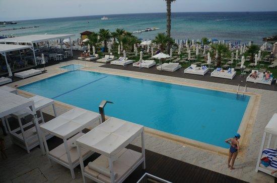Tsokkos Silver Sands Beach Hotel: бассейн