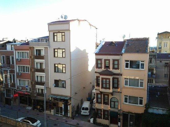 Taximist Hotel: вид из окна