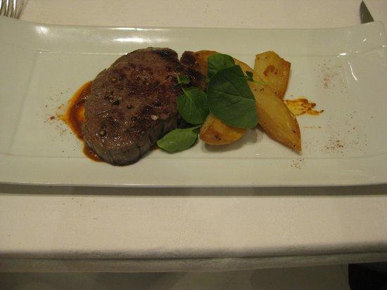 Restaurante Jaizkibel: Solomillo a la plancha con patatas asadas y mojo picón