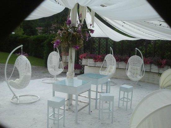Gusci a dondolo per relax in piscina foto di r seo - Euroterme bagno di romagna prezzi ...