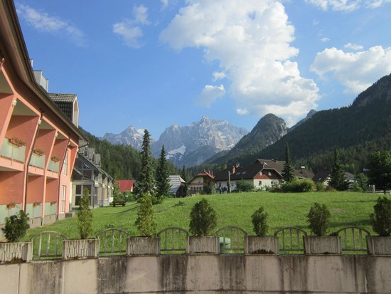 Ramada Hotel and Suites Kranjska Gora: view from the back of the hotel