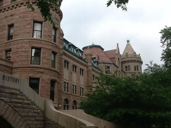 American Museum of Natural History: Side  entry on West 77th Street