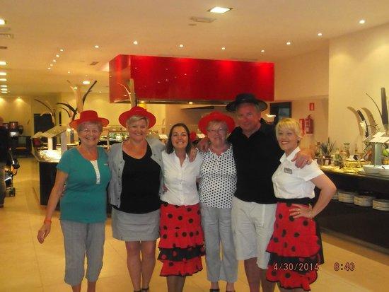 Aparthotel Ferrera Blanca: le restaurant avec la super serveuse Isabelle