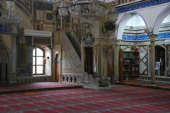 Al-Jazzar Mosque: Púlpito y biblioteca