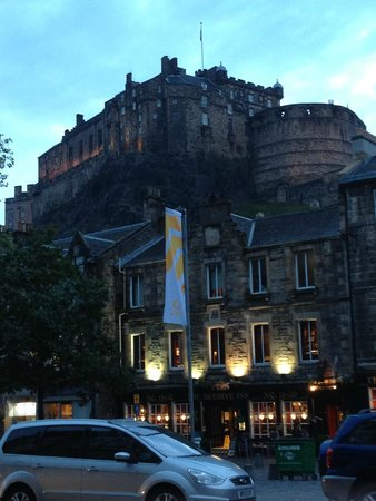 Apex Grassmarket Hotel: View from the front door of the hotel