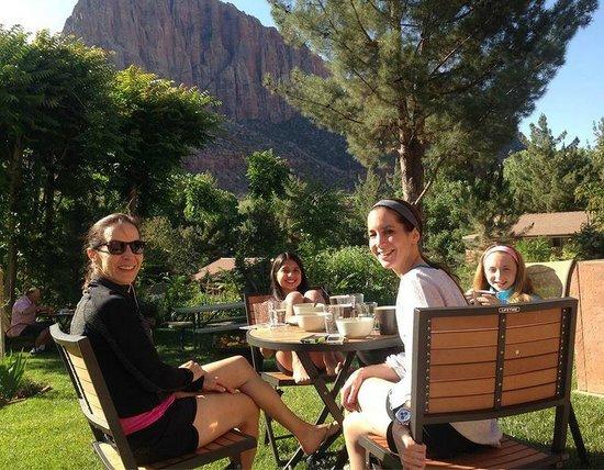 Cliffrose Lodge & Gardens: Breakfast